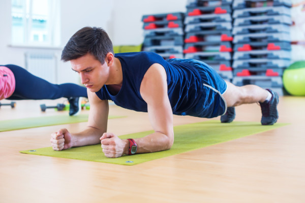自宅ですぐに始められる簡単な自重背筋トレーニング