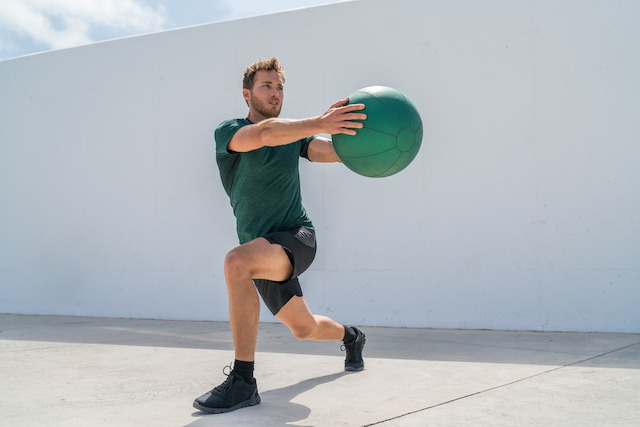 メディシンボールを使ったトレーニング2.クロススウィング