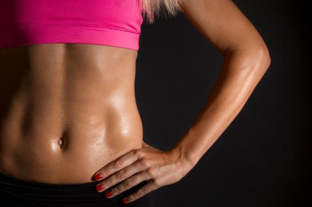 【プロ監修】腹筋にうっすらと縦線を作る筋トレ。女性向けメニューも掲載