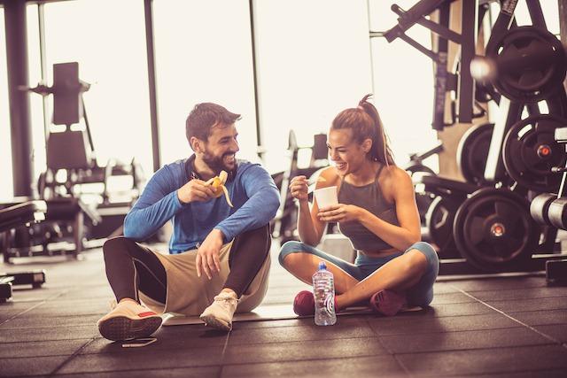 筋トレは食前食後に栄養補給をしておくのがおすすめ