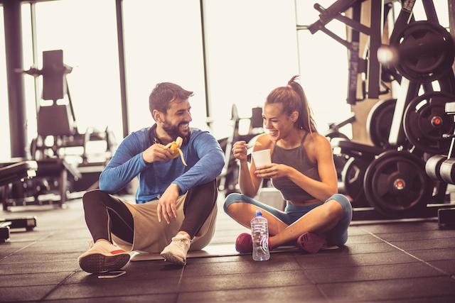 食事のタイミングを意識し筋トレの効果を高めよう