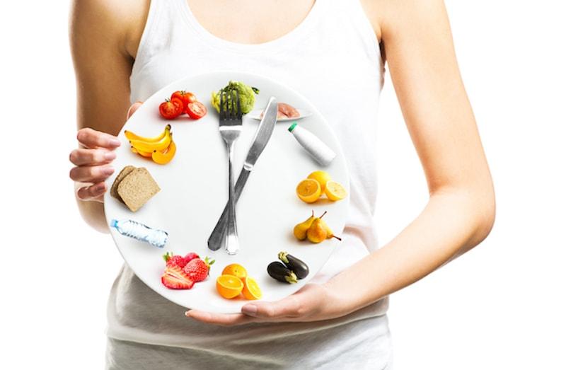 筋トレは食前・食後どちらがいい? 筋トレと食事のタイミングについて解説