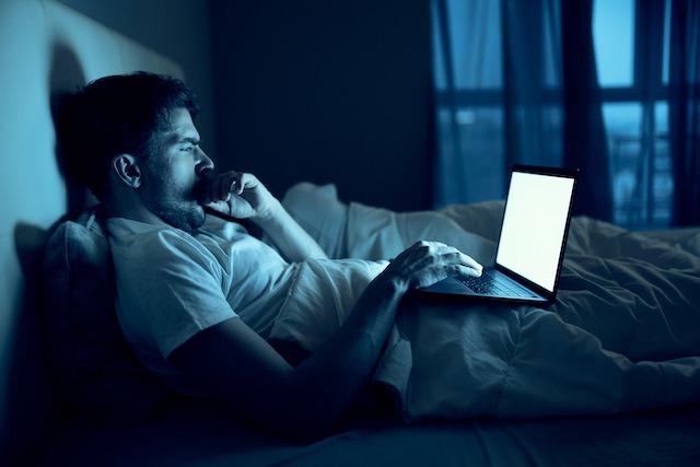減らす行動2. 睡眠の質が低い・睡眠不足である