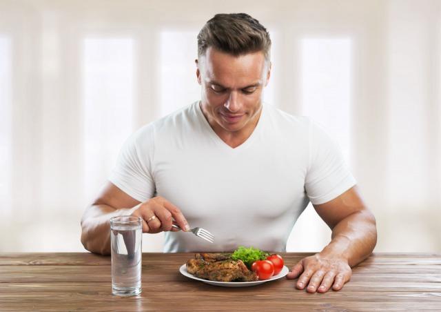 避けるべき筋肉に悪い食べ方5つ