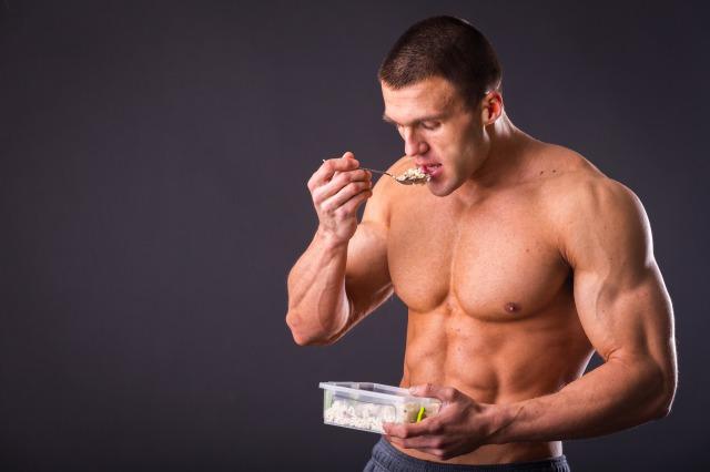 筋肉に悪い食べ方③:朝ご飯を抜いてランチ・ディナーはたっぷり