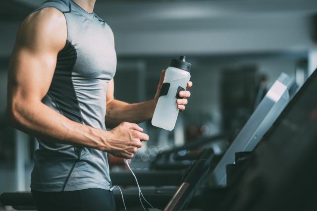 筋肉に悪い食べ方④:トレーニング中に水を飲まない