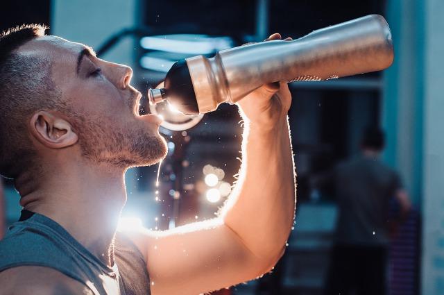 筋トレに効果的な食べ方③水を1日2リットル以上飲む