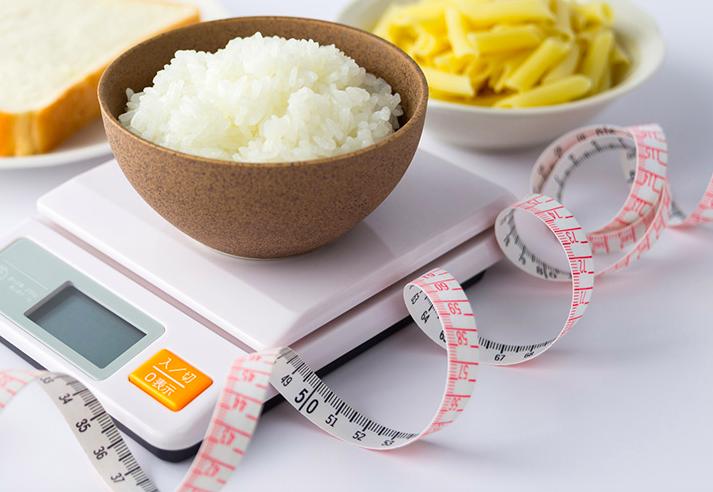 過度な糖質制限をしない食事指導
