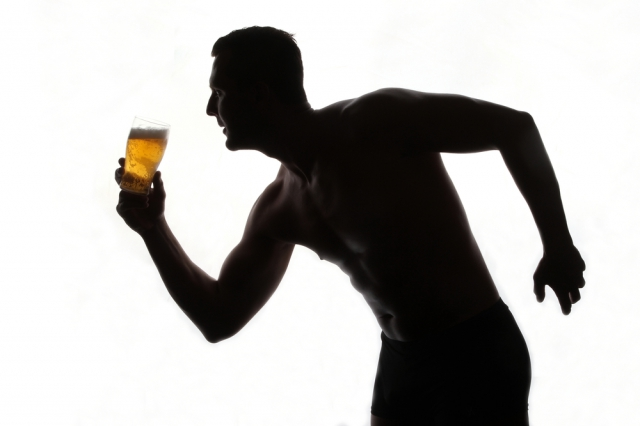 禁酒がベスト? アルコールと筋肉の関係を科学的に徹底解説