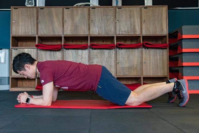 プランク 鍛え られる 筋肉