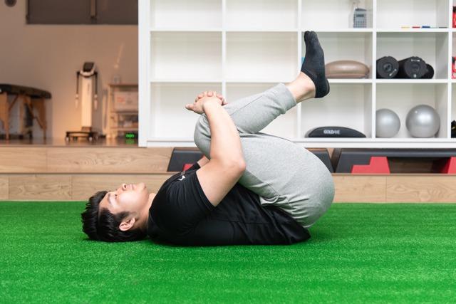 ストレッチ②腰の筋肉を伸ばすストレッチ