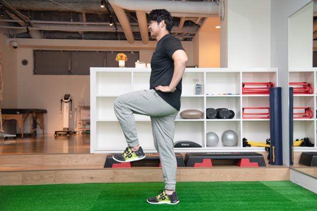 【プロ監修】腰痛は筋トレとストレッチで改善できる!プロ考案メニュー7選