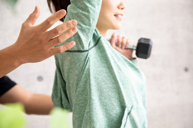 姿勢改善と歩き方指導を取り入れたトレーニング