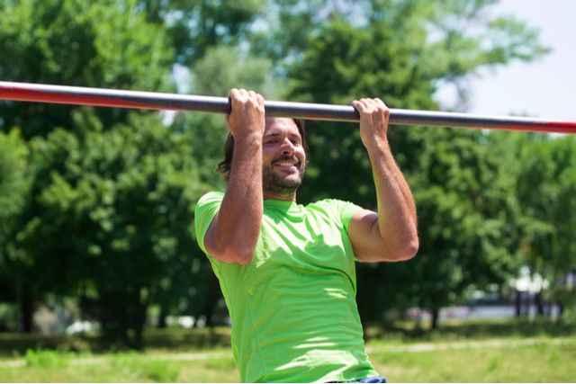 公園の遊具筋トレ決定版。鉄棒や雲梯を使ったトレーニング12種