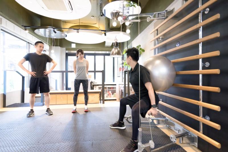 新宿でおすすめのパーソナルトレーニングジム。男性向けも厳選紹介