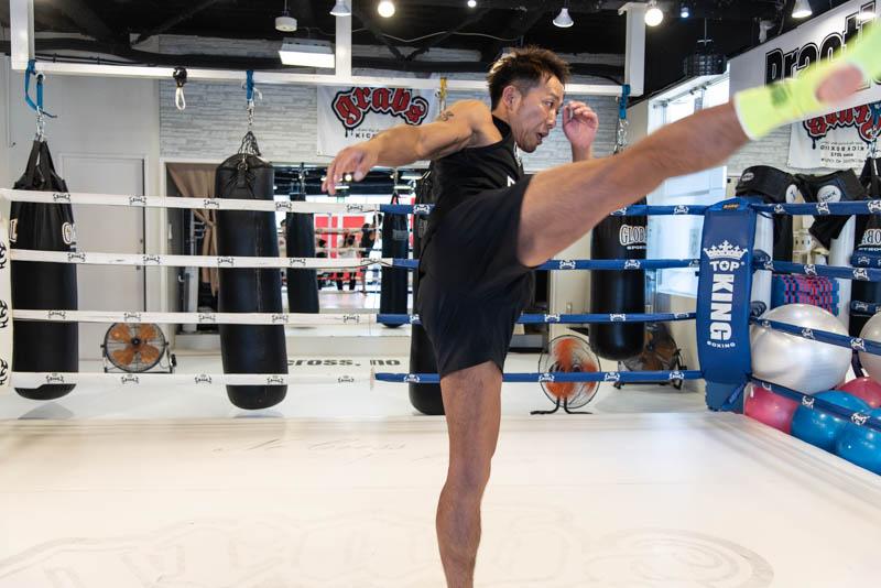 まずはミドルキックから、キックボクシングの蹴り方を極めるべし