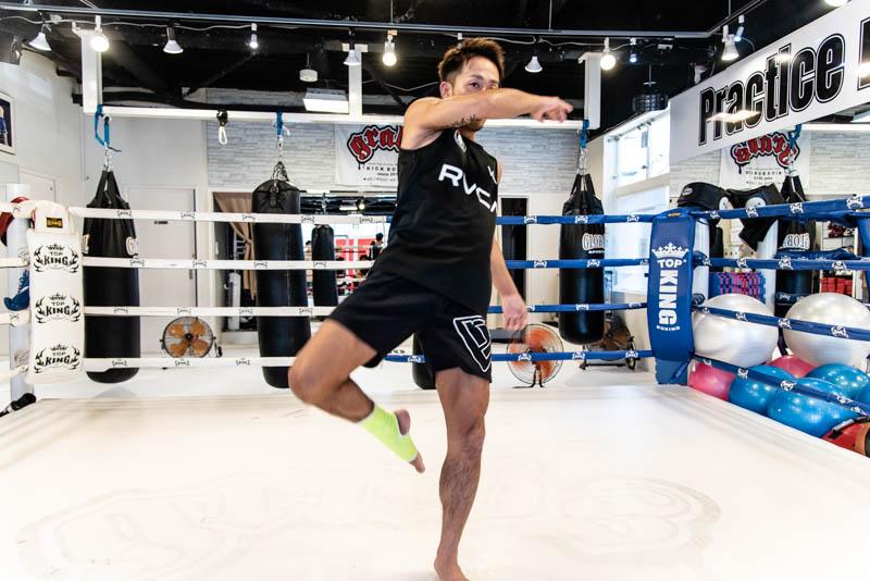 【プロ監修】元世界王者に学ぶキックボクシングの蹴り方と自宅練習法