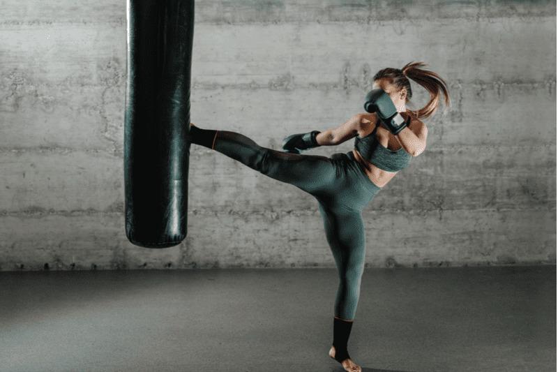 自宅キックボクシングのダイエット効果を上げるトレーニング方法