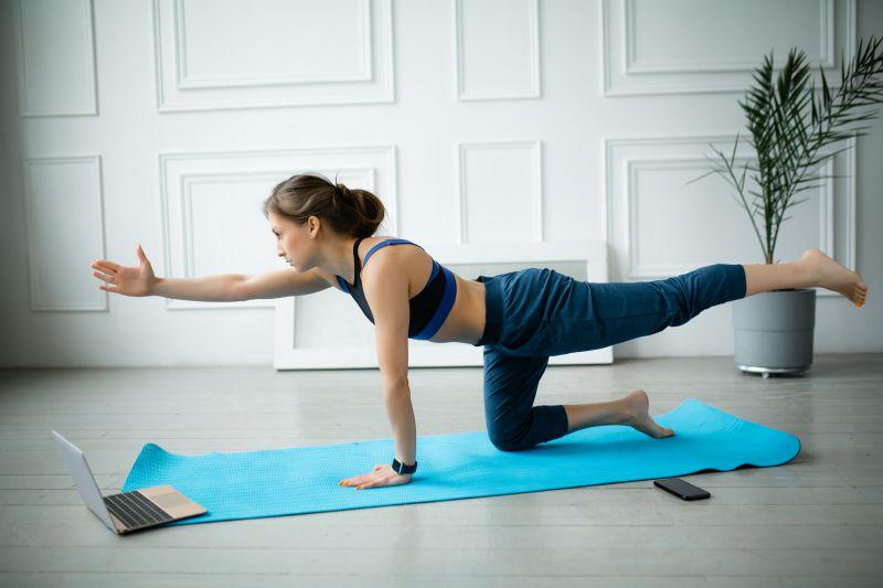 腹筋を割るための、おすすめオンラインパーソナルトレーニング3選