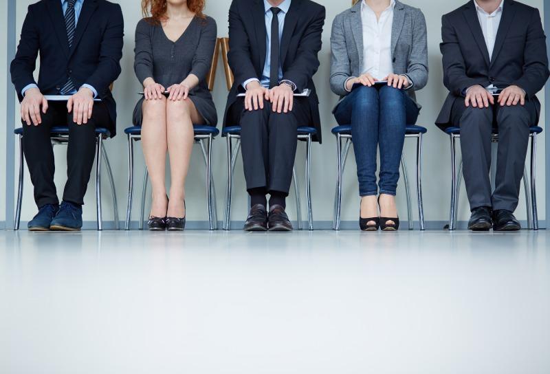 上司と面談中も、座って太もも筋トレ