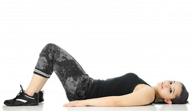 1. 仰向けに寝て両膝を立てる