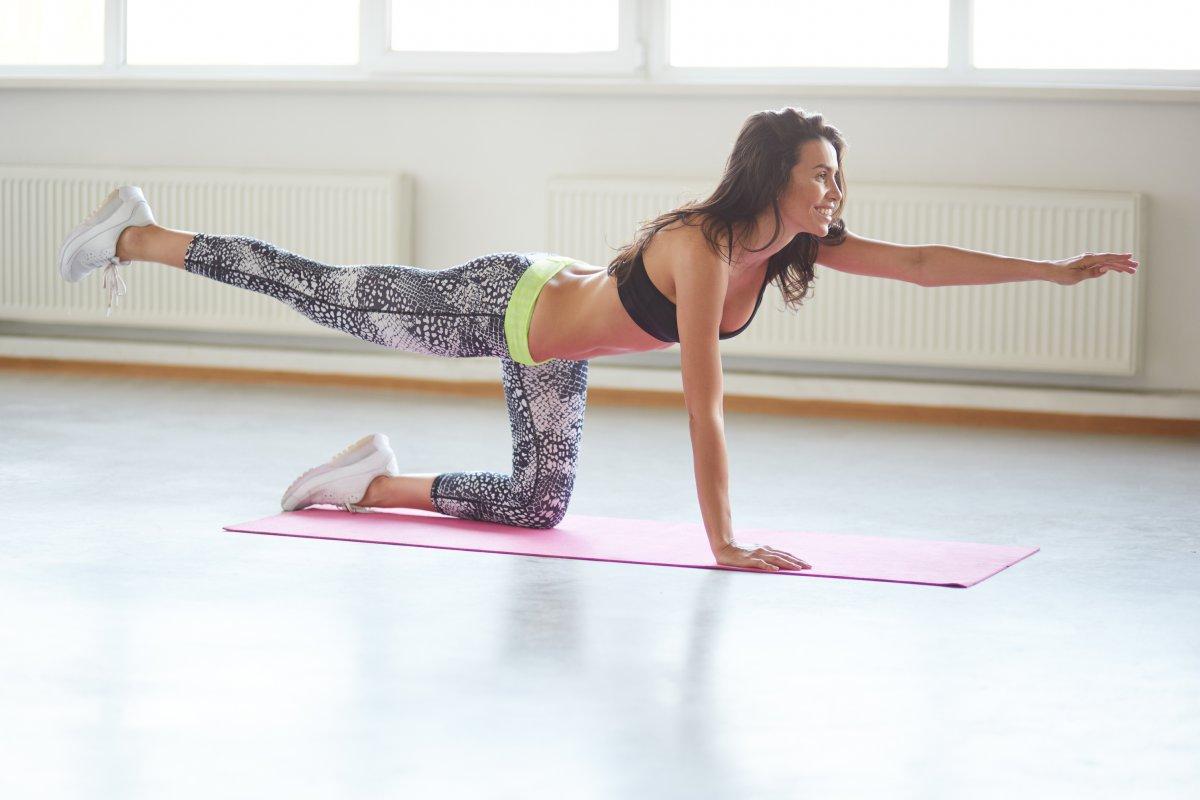 体幹強化に効果的なダイアゴナルトレーニング6選。初心者女性もOK