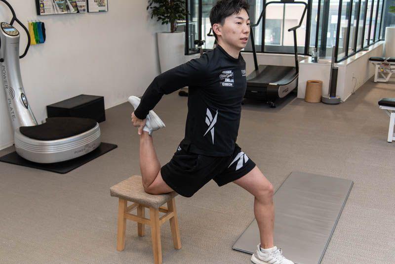 【応用編】腸腰筋をさらに伸ばすストレッチ