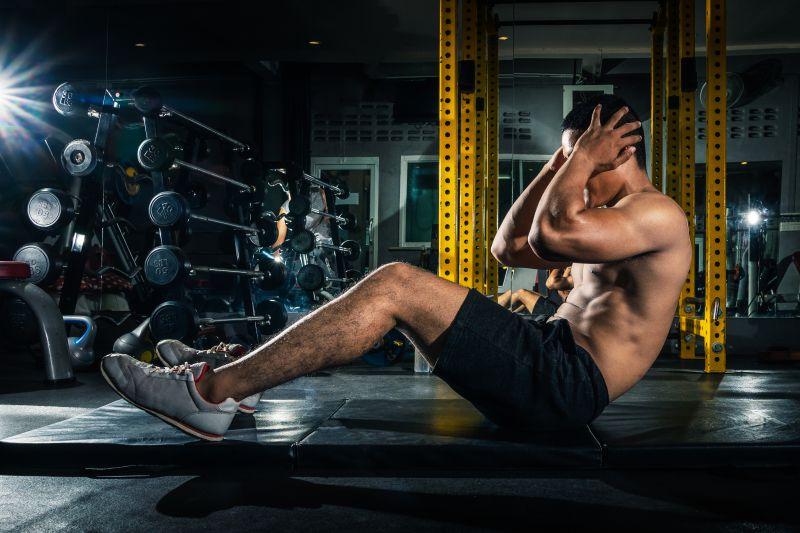 細マッチョらしい腹筋を手に入れろ。おすすめトレーニングメニュー6選