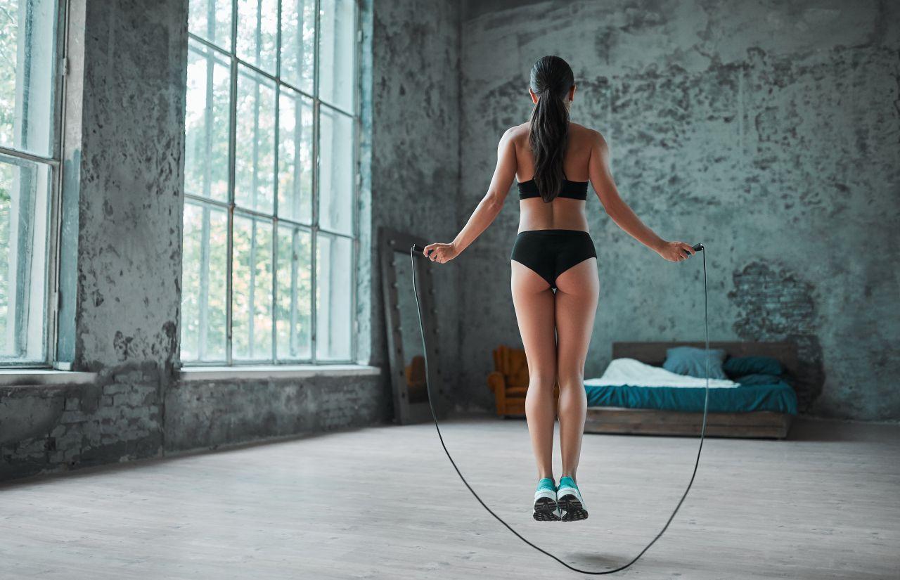 縄跳びは太もも痩せに効果ある?縄跳びダイエットのやり方とコツを解説