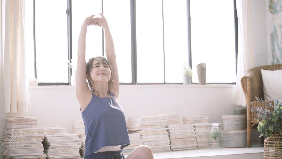 毎日のストレッチ習慣で肩こりとお別れ。簡単メニューと続けるコツを解説