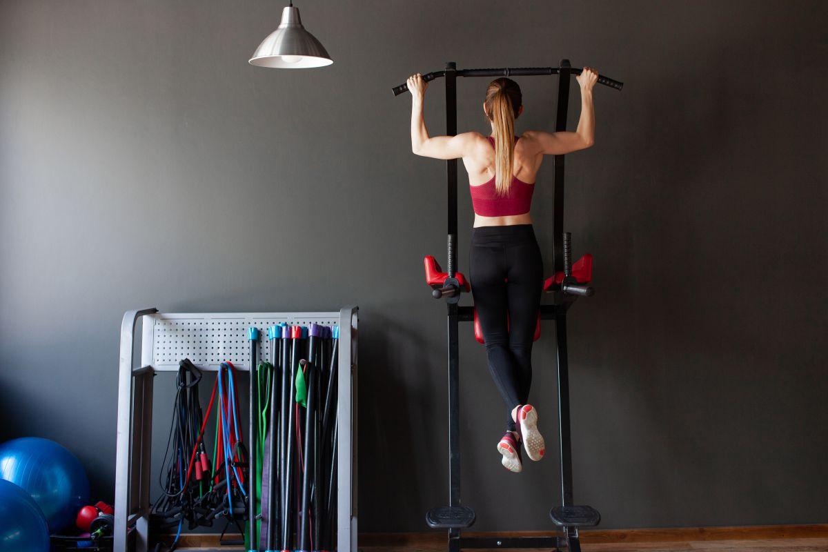 背中を鍛える筋トレグッズ6選。背筋トレーニングをもっと有意義に