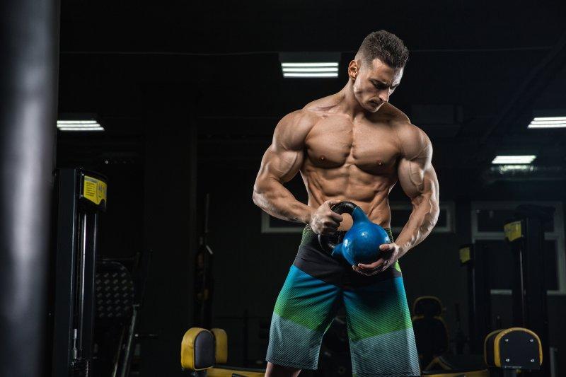 筋トレを毎日行なっている男性芸能人と、トレーニングメニューを調査