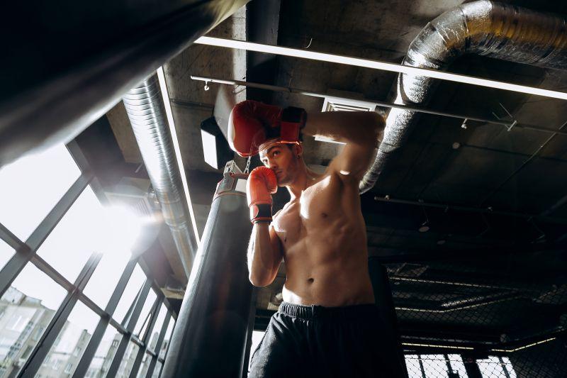 キックボクシングの構えの種類とは?