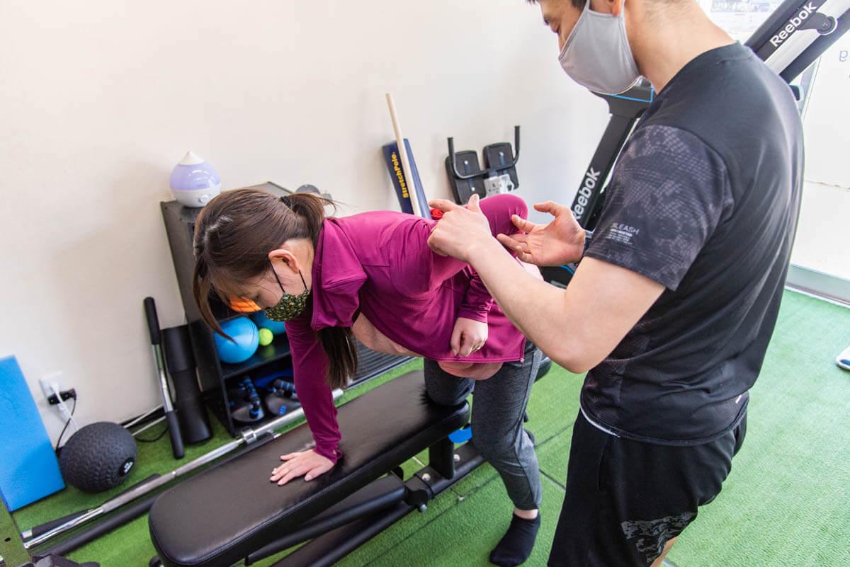 女性の二の腕痩せに効果的な筋トレメニュー集。プロが教える引き締めの秘訣