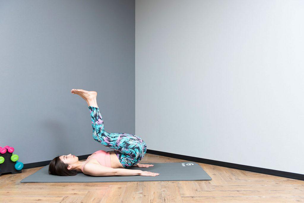 リバースクランチのやり方 女性に多い反り腰にも効果的