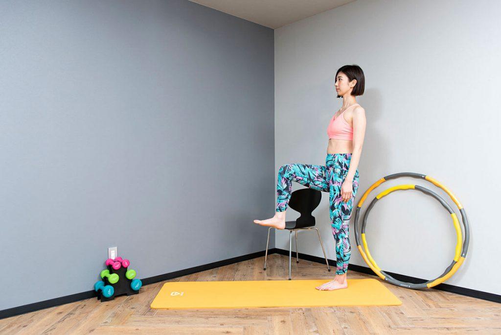 ニーアップのやり方 体幹強化と下腹部の引き締めに効果あり