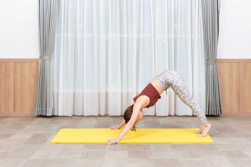 パイクプッシュアップのやり方|女性に効果的な肩痩せ筋トレのコツ