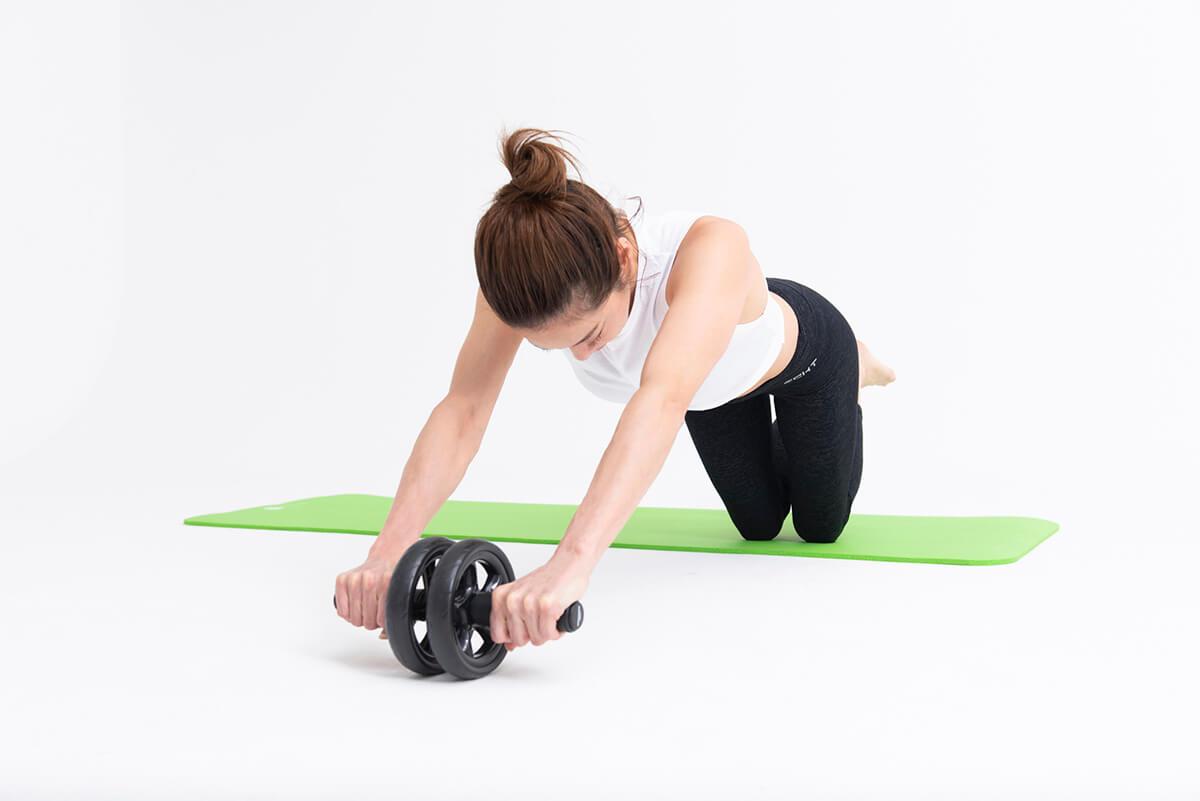 女性が腹筋ローラーを使ったときの効果は何?正しい使い方ポイントも解説