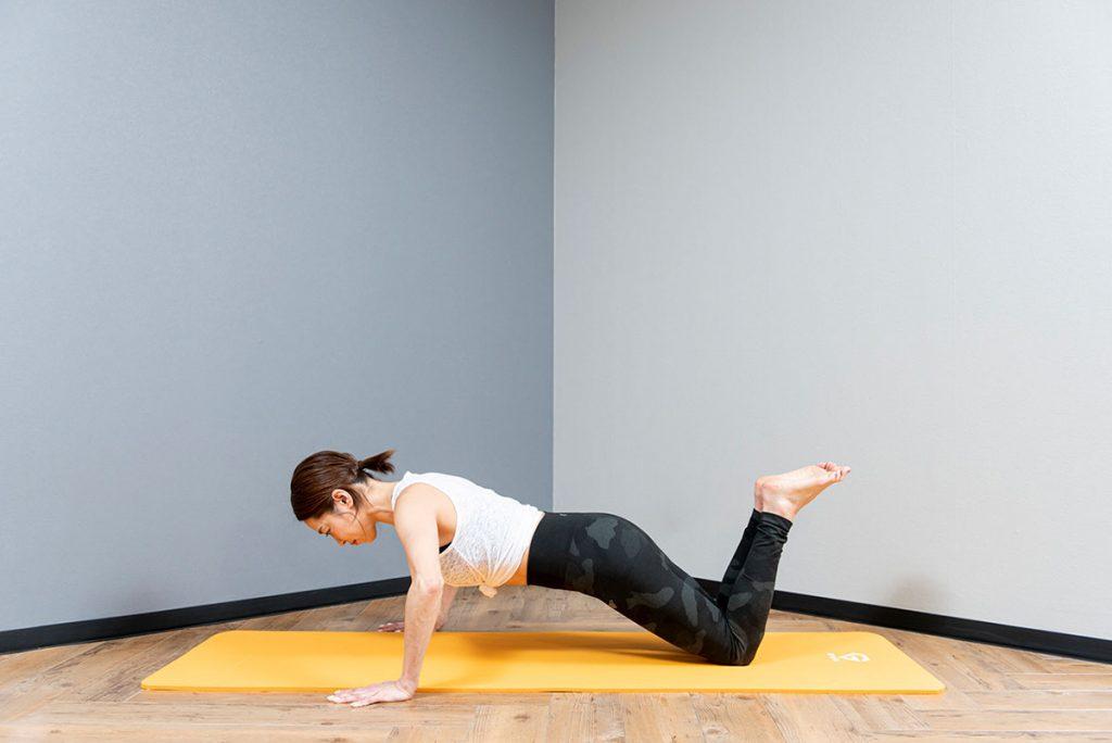 膝つき腕立て伏せのやり方|プッシュアップができない女性におすすめ