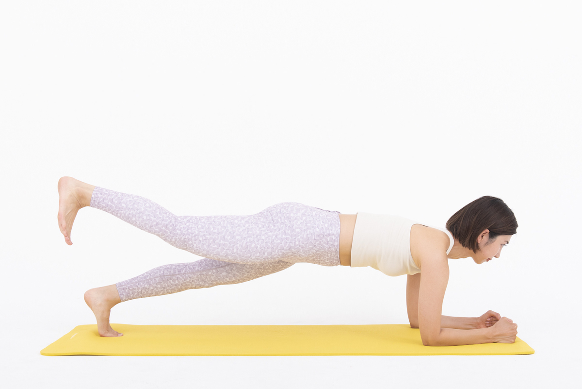 プランクレッグレイズのやり方 お腹とお尻に効果抜群の体幹トレーニング