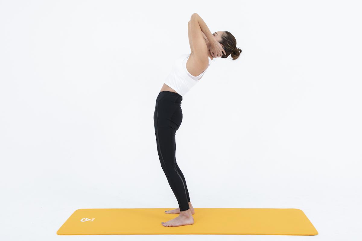 逆腹筋のやり方|お腹を伸ばして効果を実感!腰を痛めない方法も解説